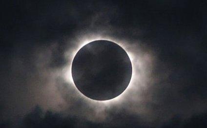 Лунные затмения не